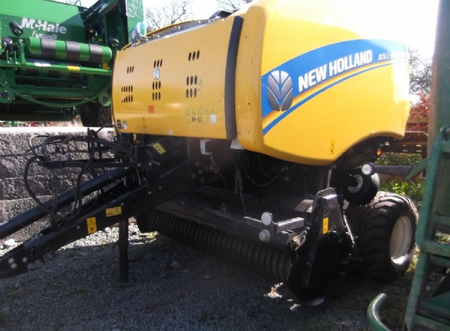 New Holland Roll-Belt 150 baler